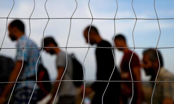 シリア難民、150人受け入れへ 日本政府、留学生で