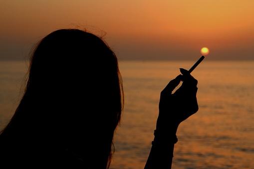 マルボロ電子タバコ「アイコス」を徹底紹介!臭いや煙が気にならない!今話題の4種類のフレーバーとは? welq [ウェルク]