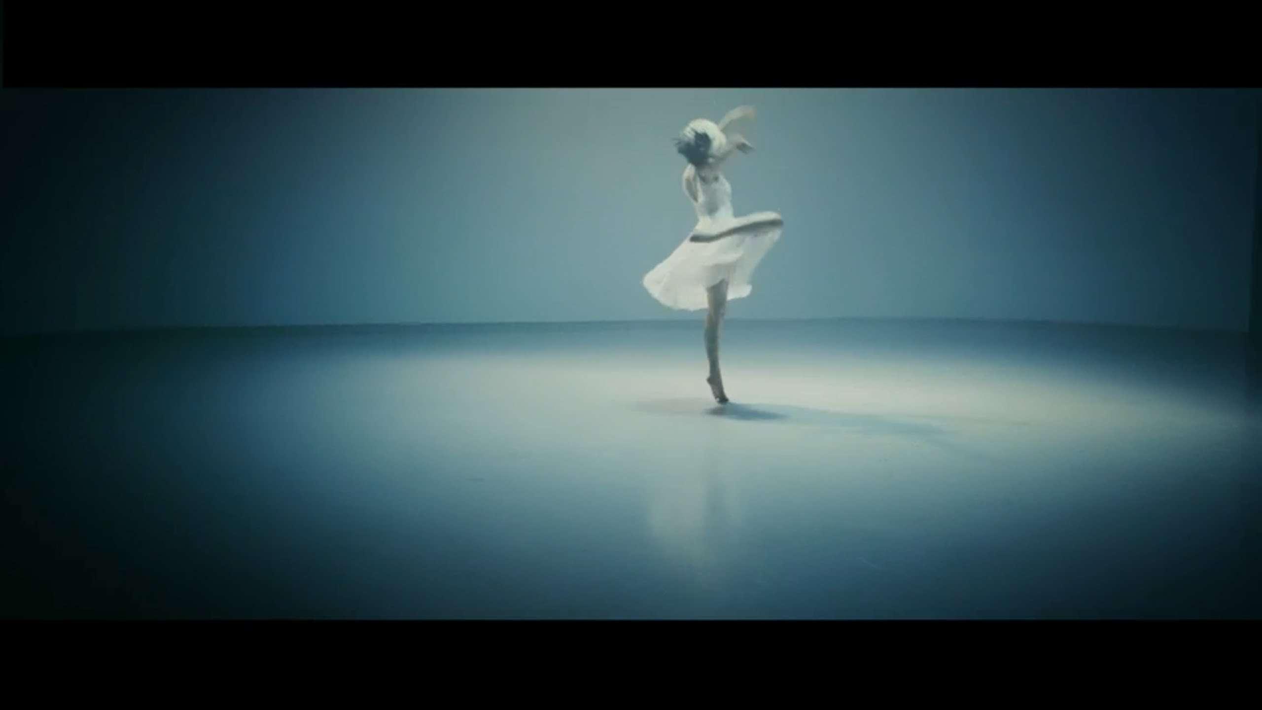 Sia 『アライヴ feat. 土屋太鳳 / Alive feat. Tao Tsuchiya』 - YouTube