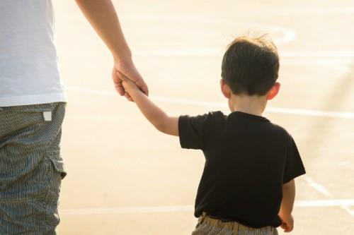 子どもの貧困率、日本は15.7%で国際平均超え …親子間の負の連鎖を断ち切るには