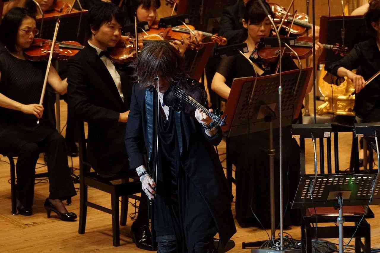 hide楽曲をオケで再現 SUGIZOがゲスト出演 (カナロコ by 神奈川新聞) - Yahoo!ニュース