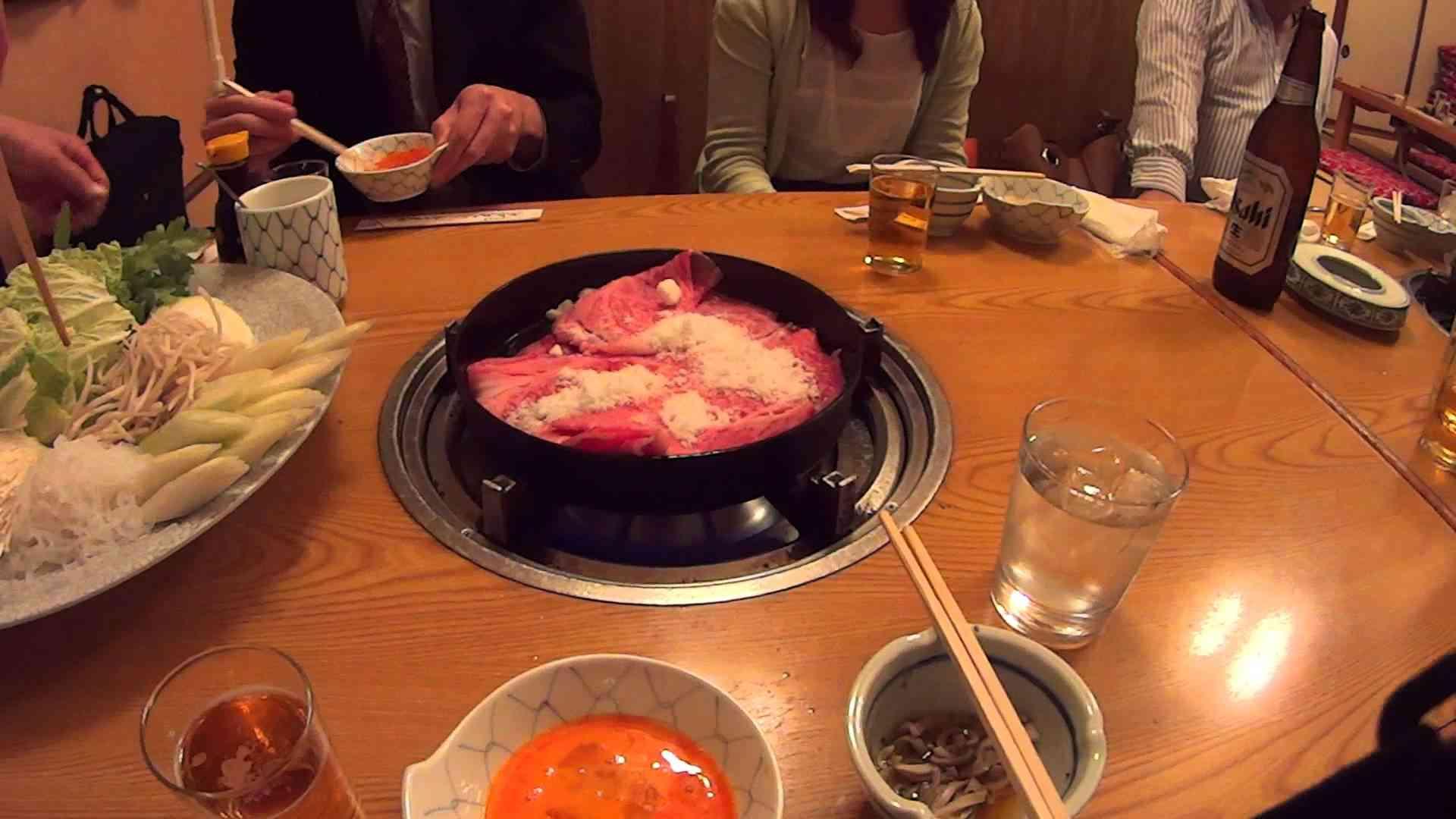 博多は中洲、ちんやのすき焼き - YouTube