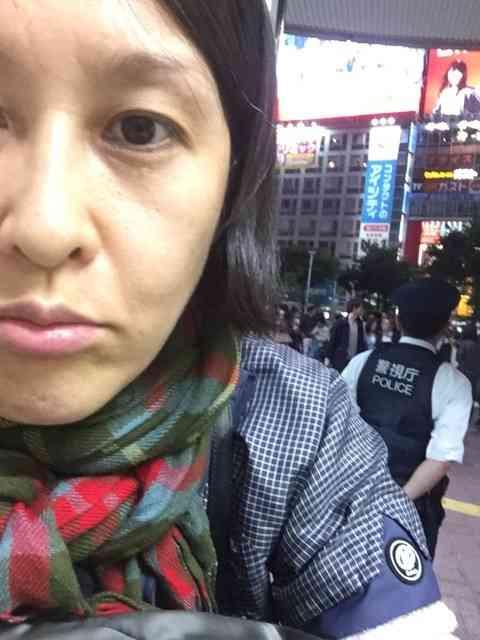 岡本夏生、警官と口論2時間10分 拾得カード届けトラブルに