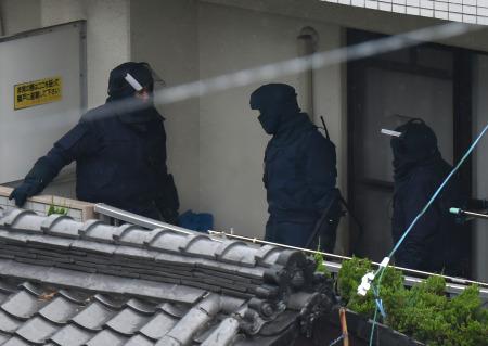 <松山立てこもり>46歳男を逮捕 女性けがなし (毎日新聞) - Yahoo!ニュース