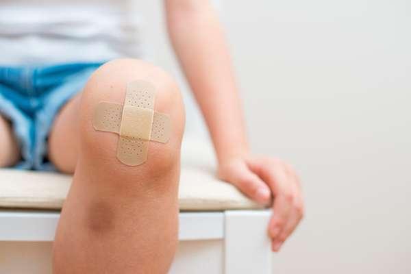 怪我をしたら絆創膏よりラップを!傷口にも明らかな変化が…