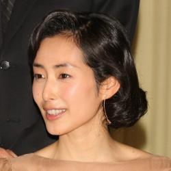 「とと姉ちゃん」での木村多江の「未亡人かっぽう着」姿が大反響 - ライブドアニュース