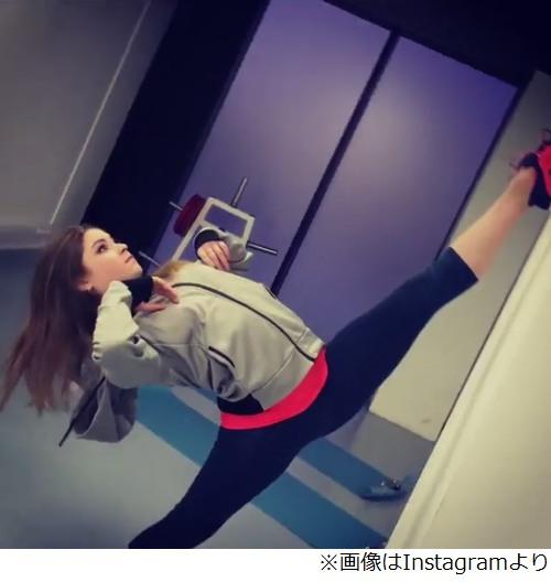 フィギュアスケート選手のユリヤ・リプニツカヤが垂直方向に開脚、しなやかな動きに見入るファン続出