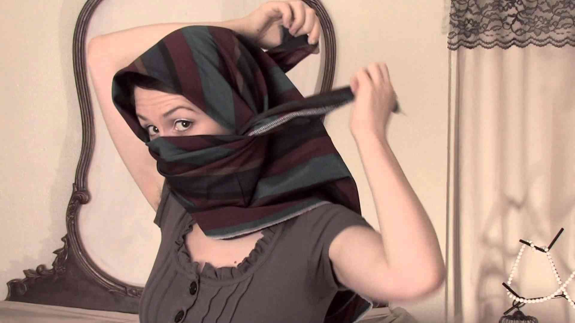 How to Tie a Shemagh Scarf : Scarves - YouTube