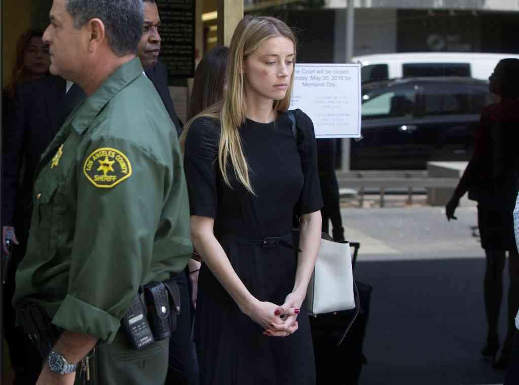 ジョニー・デップ、アンバー・ハードに家庭内暴力?妻への接近禁止命令下る