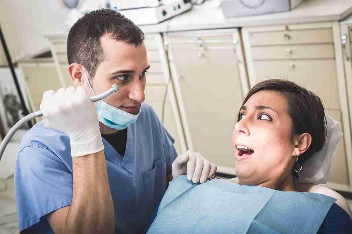 痛くなくても超危険! 神経を抜いた虫歯を3年放置した話が背筋も凍る恐ろしさ…