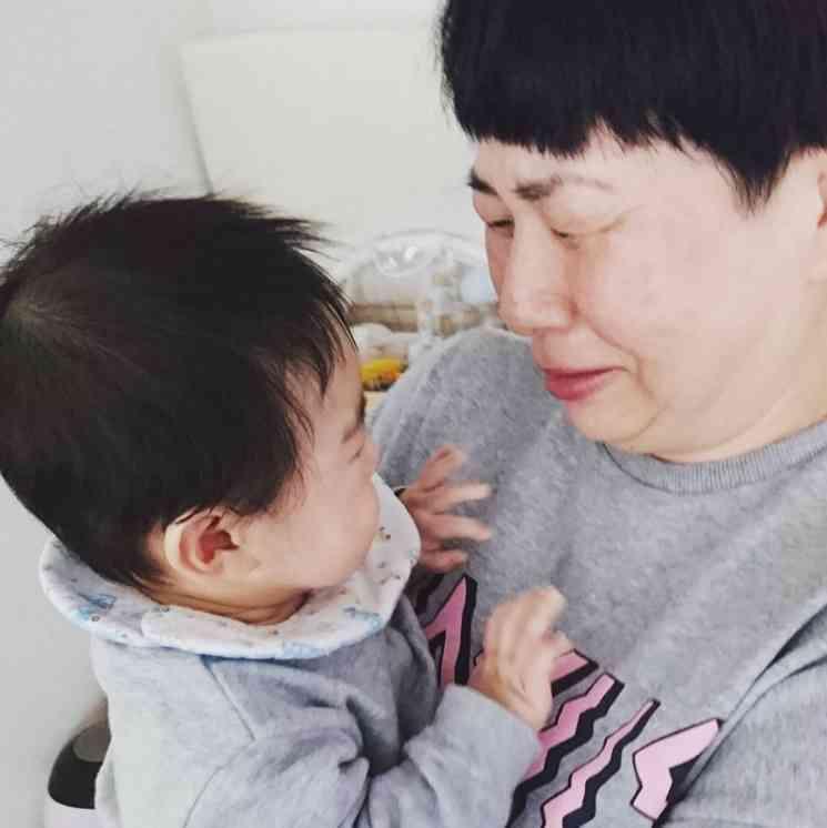 【エンタがビタミン♪】大島美幸、息子を抱きしめ号泣 海外ロケから帰宅し感極まる | Techinsight|海外セレブ、国内エンタメのオンリーワンをお届けするニュースサイト