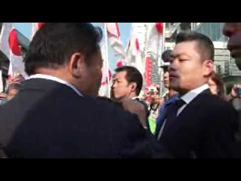 Fuji TV フジテレビ前デモ これが現実No.2 一触即発 2011 10. 8 - YouTube