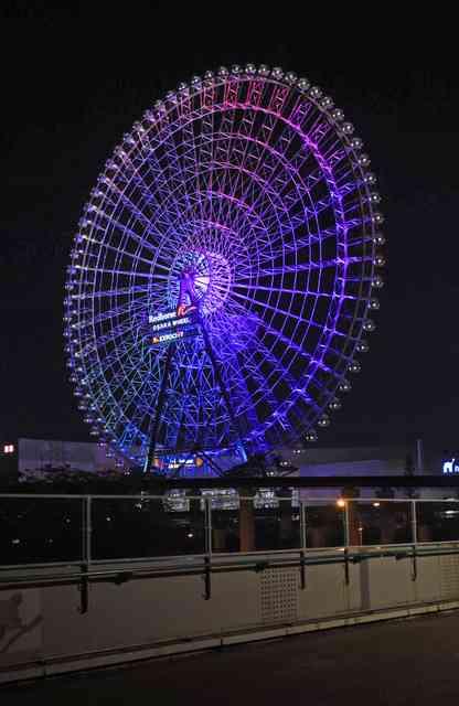 高さ123m!足元透け透け…日本一の観覧車、大阪・吹田
