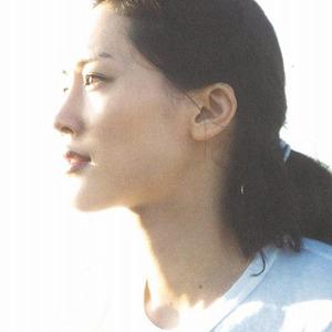 綾瀬はるか、水着写真集の売り上げが「わずか4,000部」!AKB48・小嶋陽菜や浅田舞に大惨敗