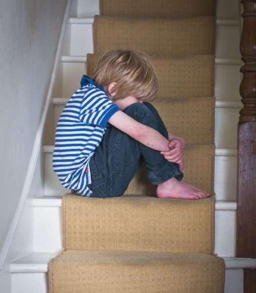 育児放棄の自覚なし「スマホネグレクト」が問題に…子供の愛着障害を引き起こす