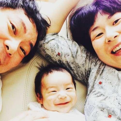 """""""父勉""""の鈴木おさむ氏、1年で「自信」 妻と息子に感謝"""