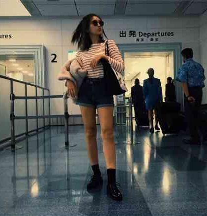 紗栄子、空港ファッションでの美脚に絶賛の声。「脚長っ!」「すらっとして綺麗」