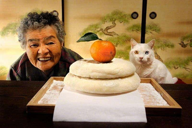 写真集発売も決定 おばあちゃんの笑撃自撮りが話題