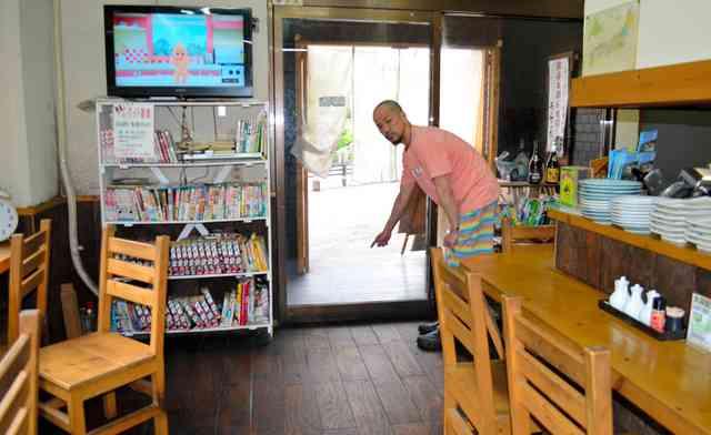 クマ、ラーメン店に体当たり 相模原でも出没相次ぐ:朝日新聞デジタル