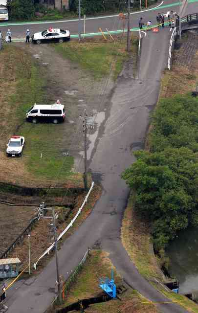 登校中の小学生7人はねられけが 乗用車は逃走 岐阜
