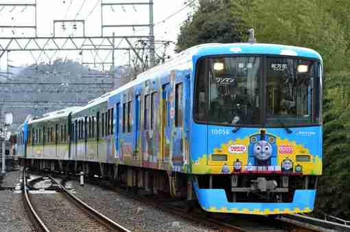キキ&ララトレインが出発進行、サンリオ描き下ろしのラッピング電車