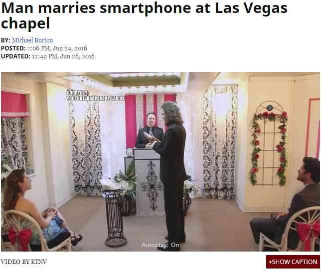「男性×スマホ」前代未聞の結婚式 米ラスベガスのミニ礼拝堂で
