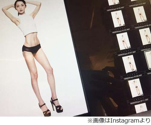 佐藤かよの驚くべきスタイル、スラリと伸びる脚&引き締まったウエスト。   Narinari.com