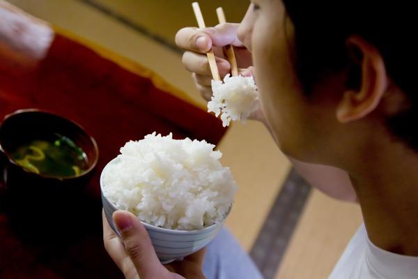 【マジか】激痩せ「鳩山邦夫氏」の死亡は「炭水化物抜きダイエット」の影響?テレビの報道が物議|面白ニュース 秒刊SUNDAY