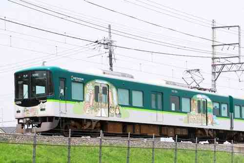 キキ&ララトレインが出発進行、サンリオ描き下ろしのラッピング電車。 | Narinari.com