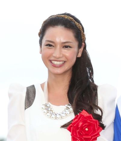 平愛梨 長友佑都との熱愛で芸能界引退は秒読みか - ライブドアニュース