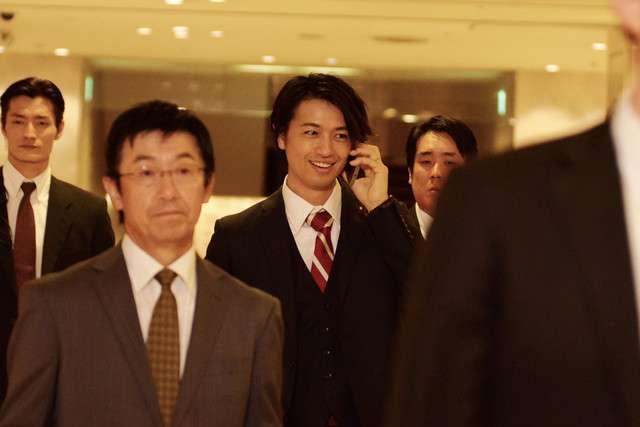 福山雅治主演「SCOOP!」に斎藤工が出演、パパラッチに狙われる若手代議士役 - 映画ナタリー
