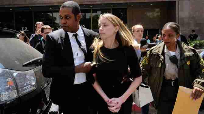 アンバー・ハードに逮捕歴 女性恋人へのDV行為で!