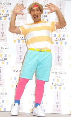 篠原信一、原宿ファッションで「しのちぇるですっ」 コスプレ仕事は増加