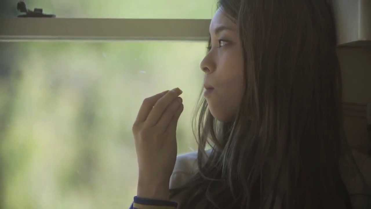 片平里菜「女の子は泣かない」Music Video - YouTube