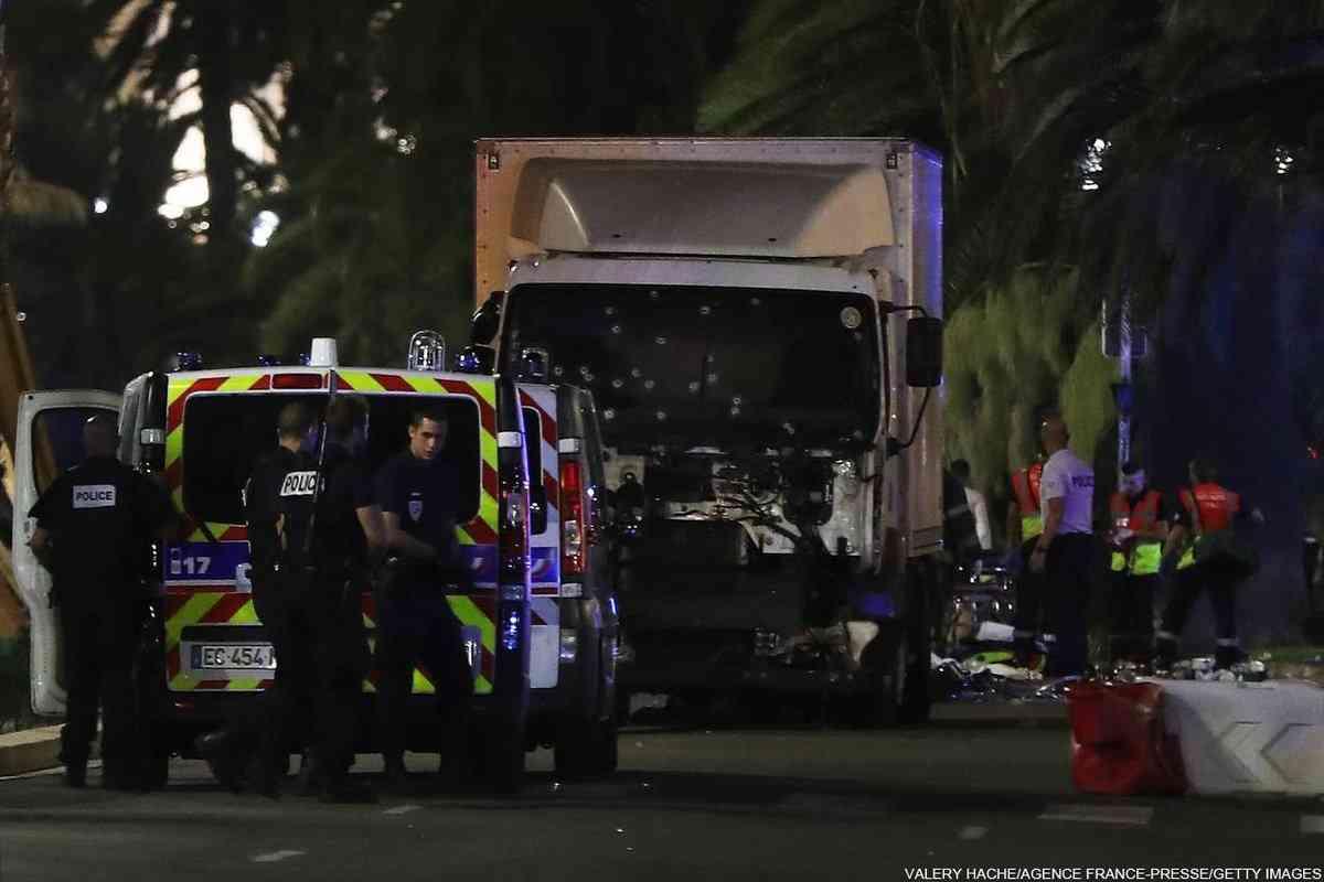 仏ニースの花火客にトラック、60人死亡 100人けが