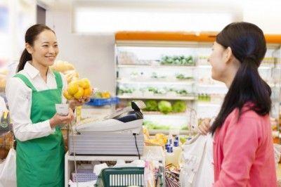 一緒に食事をしていて恥ずかしい言動1位「店員にえらそうにする」|「マイナビウーマン」