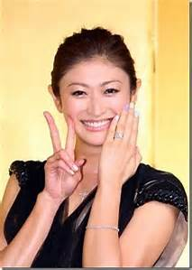 山田優、キス顔披露に「需要なし!」の声 近隣トラブル&すっぴんベッド画像で好感度ダダ下がり?