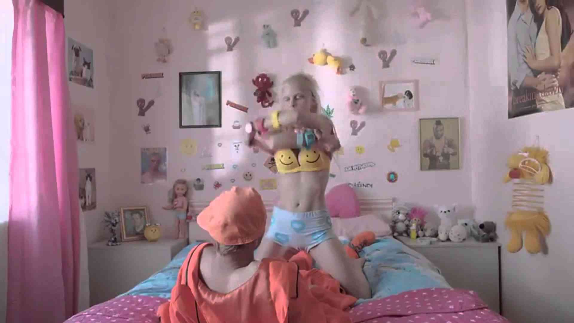 DIE ANTWOORD - BABY'S ON FIRE (OFFICIAL) - YouTube - YouTube