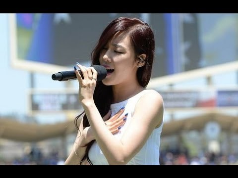 [Video] 130729 SNSD Taeyeon and Tiffany Sing Korean and USA National Anthem - YouTube