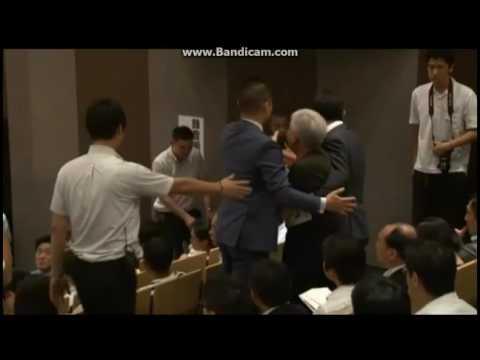 【『マック赤坂氏の乱入】 <一部の候補者だけ壇上に上がって!>東京都知事選挙 公開討論会 - YouTube