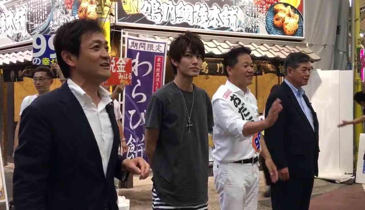 おだち源幸氏(民進党 )の選挙演説に「ニンニンジャーでお馴染みの西川俊介」として駆けつける - YouTube