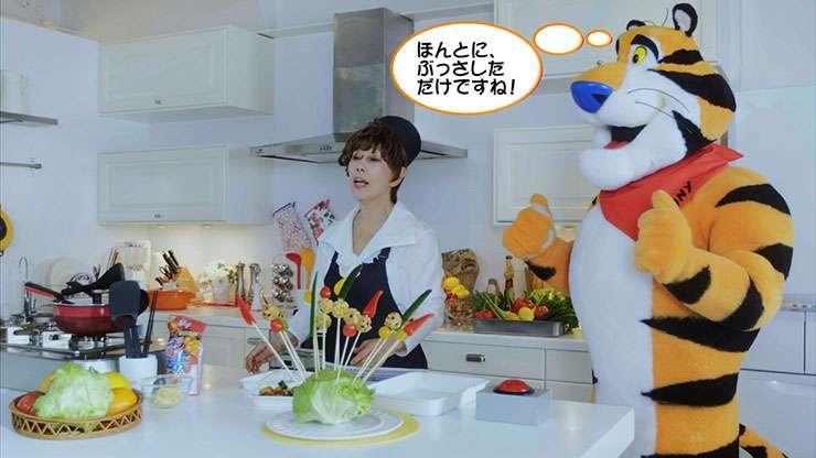 ちくわがまるごとスムージーに刺さる 平野レミさんが夏にピッタリな午後ティーレシピを披露