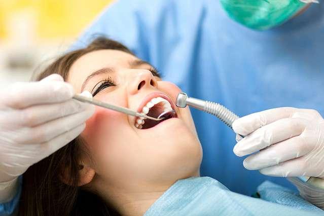200万円未満の年収も? 1日1軒のペースで閉院する歯科医の現状