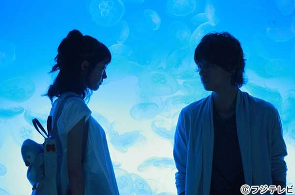 """桐谷美玲&三浦翔平の""""手つなぎ""""水族館デートに羨望の声「これはヤバイ」「呼吸を忘れた」 - モデルプレス"""