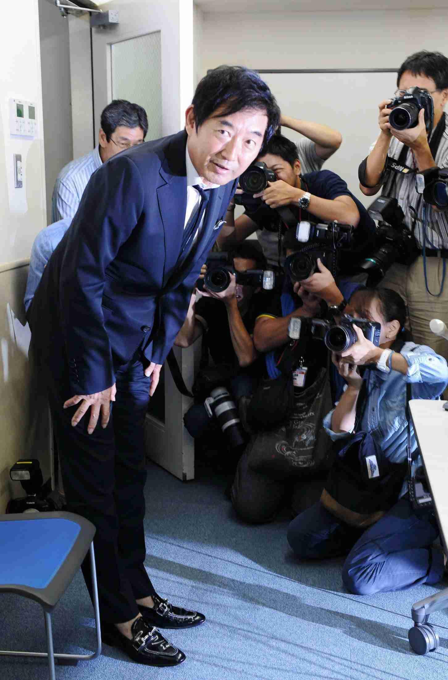 石田純一にネット上で厳しい意見 会見内容は「国政」との指摘 (デイリースポーツ) - Yahoo!ニュース