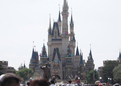 東京ディズニーランドで携帯電話の充電器が爆発 ショー中止に - ライブドアニュース