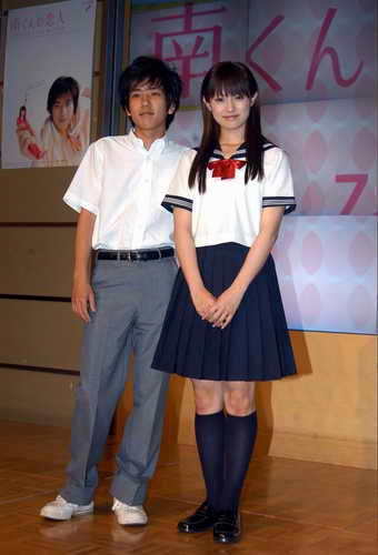 深田恭子、美背中披露の見返り写真に「人魚姫みたい」の声