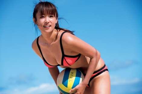 深田恭子、写真集2タイトルが1位・2位獲得  女性誌&男性誌それぞれの目線で編集
