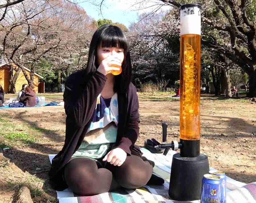 3Lのビールサーバーを使って1人で花見をしてみた - 価格.comマガジン