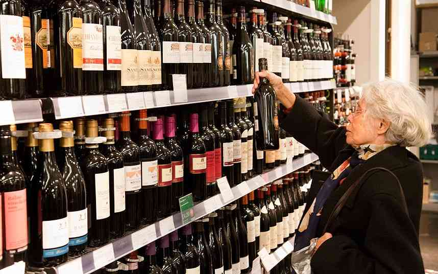 Muslim staff at Marks & Spencer can refuse to sell alcohol and pork - Telegraph